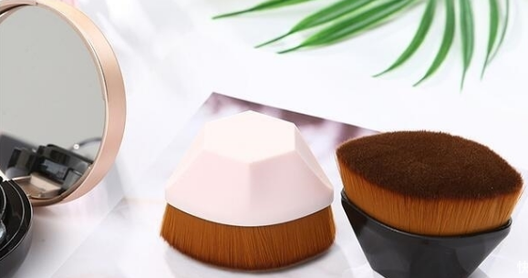 benefits of using a brush to apply foundation